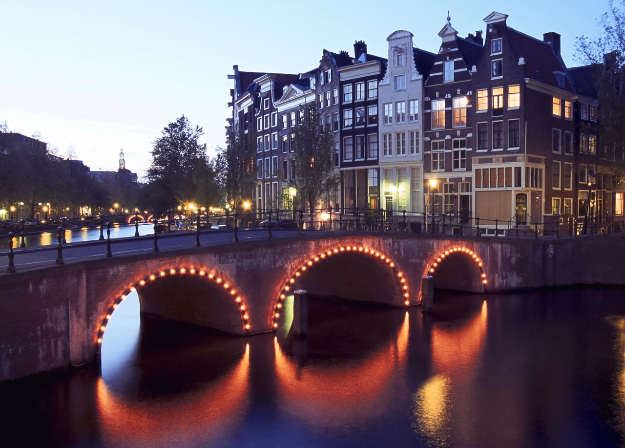 UVA Online Magazine Amsterdamse gracht – Dutchgiraffe | Digital Creatives
