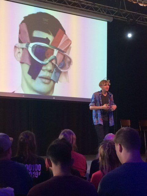 Neil Harbinsonn op de Dutch Digital Day met Dutch Giraffe